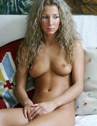 Curly blonde woman with a big smile and wonderful body has a great shoot. - Fanya A - Presenting Fanya