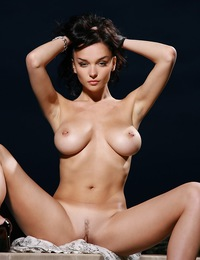 Raven-haired vixen with sultry gaze, large tits and shapely physique. - Jenya D - Tempore