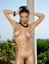 Slick wet hair and body on this super model Jenya , who has wide hips a tiny line bush and large breasts. - Jenya D - Sensazione
